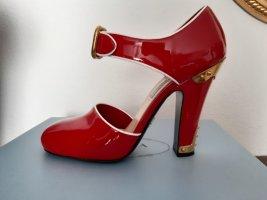 Prada: rote Lacklederpumps mit Metallbeschlägen, Größe 38
