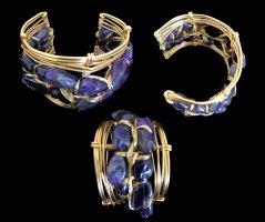 Brazalete color oro-violeta azulado