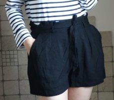 Pull & Bear Shorts, Paperbag Shorts, Mini, weiche Viskose, Bundfalten, Bindegürtel, Rüsche, schwarz, neuwertig, Gr. M
