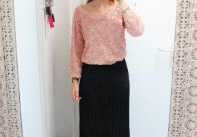• Pullover mit 3D Rosen in rosa