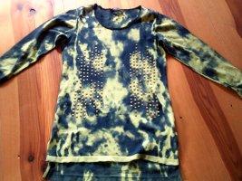 Pullover mit Camouflage Muster und Nieten