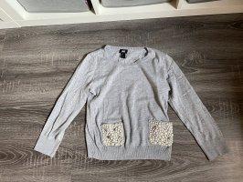 Pullover Oberteil Shirt hellgrau grau Perlen Pailletten glitzer Taschen