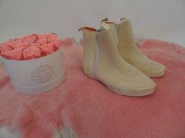 Puma Futrzane buty w kolorze białej wełny Moher