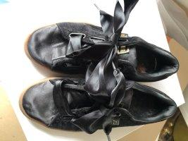 Puma Schuh mit Schleife