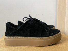 COS Sneaker con tacco nero