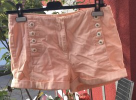 Review: Short, mid waist, tolle Knöpfe