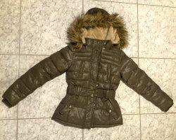 Review Winterjacke in Khaki mit Kapuze und Gürtel