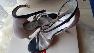 Riemchen- Sandalen mit Absatz