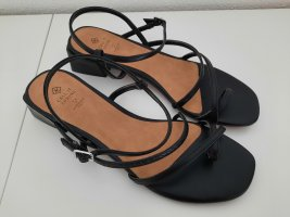 Call it Spring Strapped Sandals black