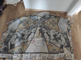Riesiges Tuch von Cecil