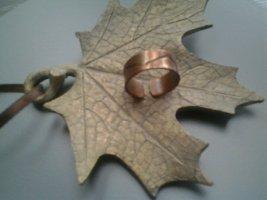 Zdobiony pierścionek brąz Metal