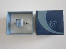 Ring mit blauem Stein