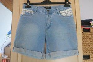 romantische Jeans-Shorts mit Spitzeneinsatz