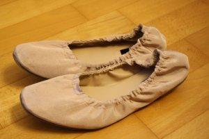 Rosa Ballerinas für schmale Füße