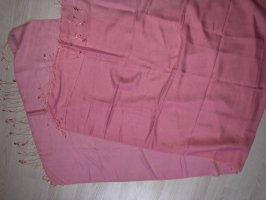 Rosafarbenes Halstuch auf Cashmere