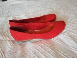 rote Ballerinas mit Absatz