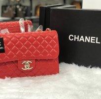 Chanel Bolso con correa rojo