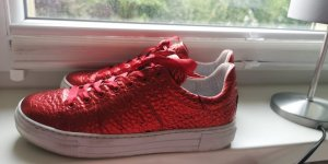 Tango Lace-Up Sneaker red