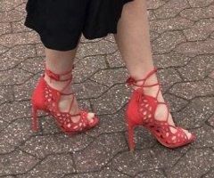 Zara Escarpins à lacets rouge
