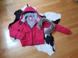 Rote, kuschelige Winterjacke von BENCH