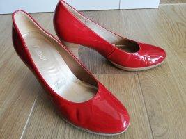 rote Lederpumps