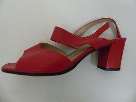 Sandales à talons hauts et lanière rouge cuir