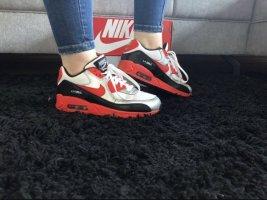 Rote Nike Air Max