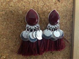 Rote Ohrringe