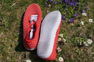 Rote Pünktchen Schuhe