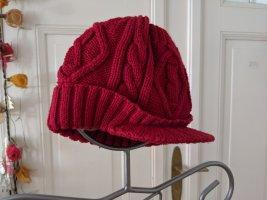 Cappello con visiera rosso