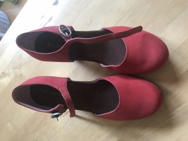 Rote Schuhe mit Absatz