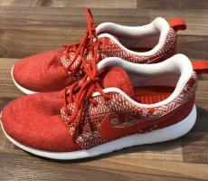 Rote Sneaker Nike
