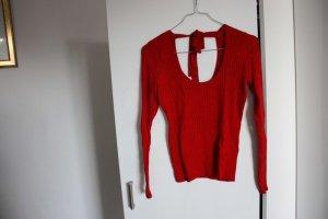 roter dünner Pullover