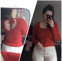Roter dünner Pullover mit Rückenausschnitt