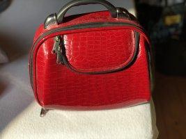 Roter Kosmetik-Koffer