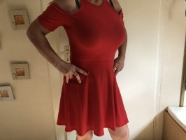 Rotes Cut-Out-Kleid