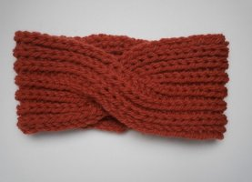 Rotes Stirnband aus Wolle