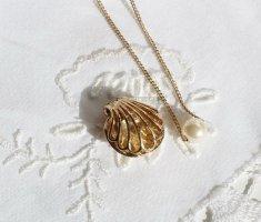 %%%   SALE   %%%   vergoldete Perlen Kette in einem Muschel Anhänger