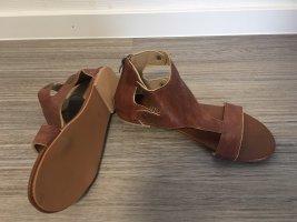Flip-Flop Sandals brown