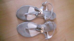 Sandalen beige mit Bommel Gr. 37