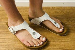 Graceland Toe-Post sandals white-brown