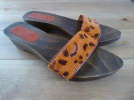 Sandalen im Clogs - Style mit orangem Kuhfell