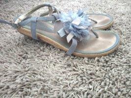 Sandalen in Hellblau mit Sohle im Bast Look