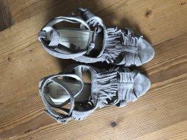 Sandalen mit Keilabsatz im Boho-Stil