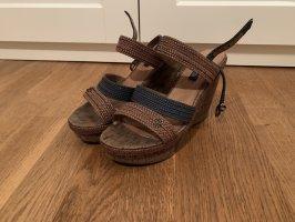 Sandalen mit Keilabsatz in Größe 40