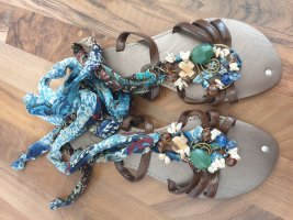 Sandalen mit Schnürrung