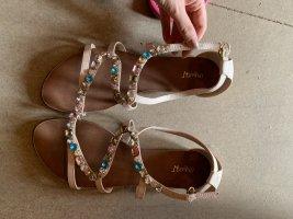 Sandalen mit steinchen