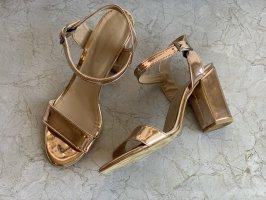 Sandały na obcasie z rzemykami w kolorze różowego złota-brąz