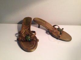 Sandaletten mit Strass-Apfel in bronze von Claudia Obert in Größe 38,5