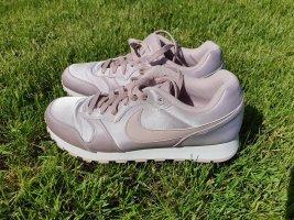 Satin Nike